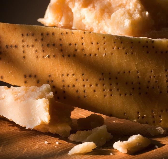 Parmigiano: anche la crosta è preziosa
